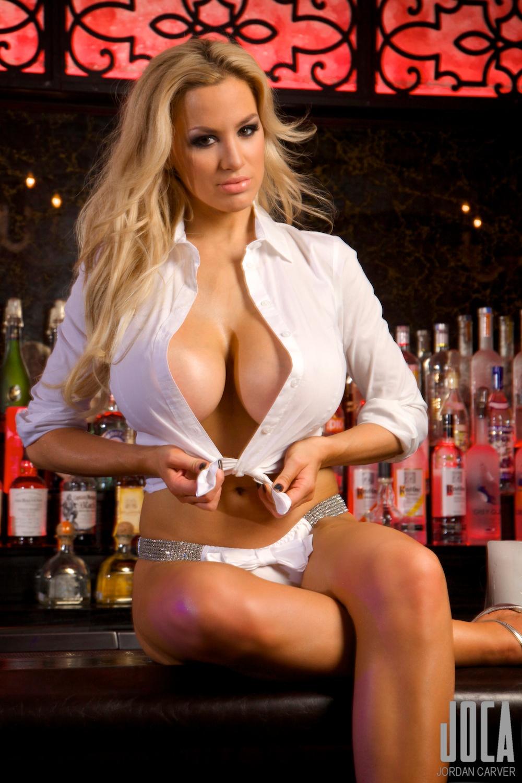 Jordan-Carver-Bartender-10