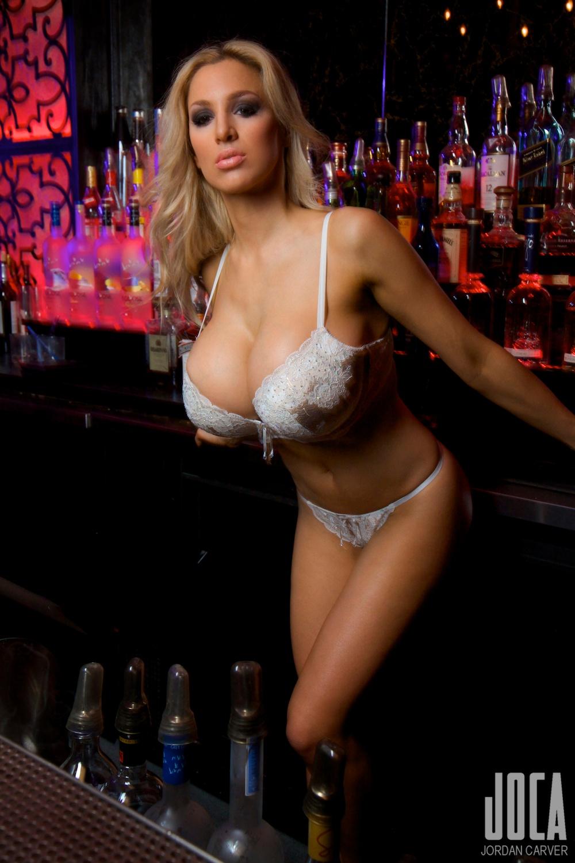 Jordan-Carver-Bartender-15