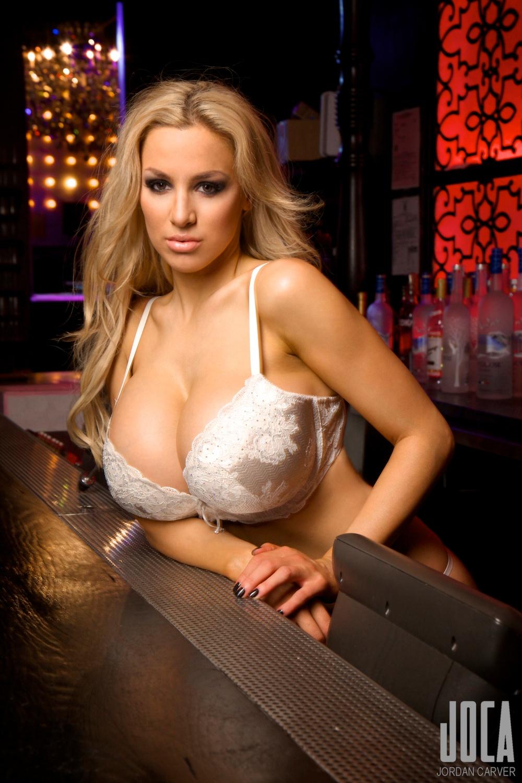 Jordan-Carver-Bartender-5