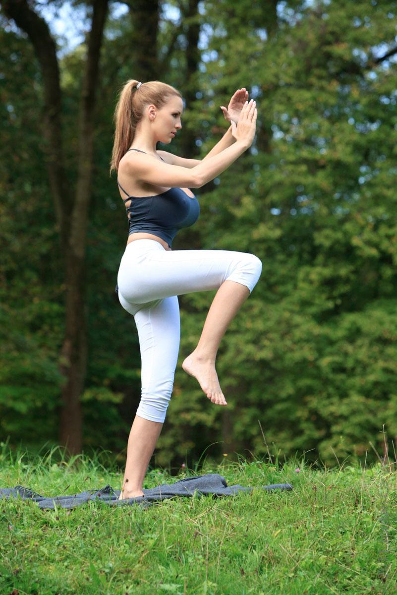 Jordan-Carver-Yoga-38