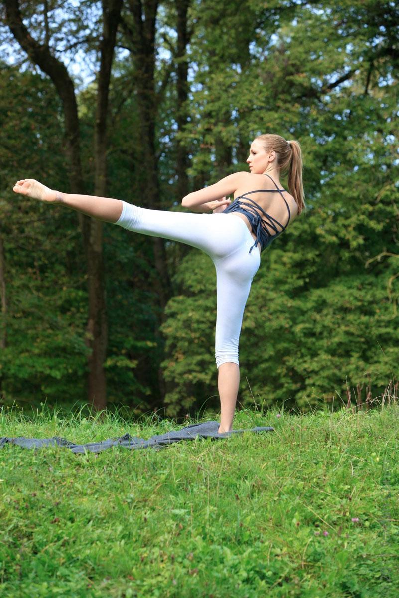 Jordan-Carver-Yoga-39