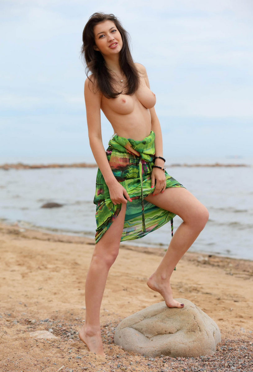 Tall-russian-brunette-with-big-boobs-posing-n-the-beach-2