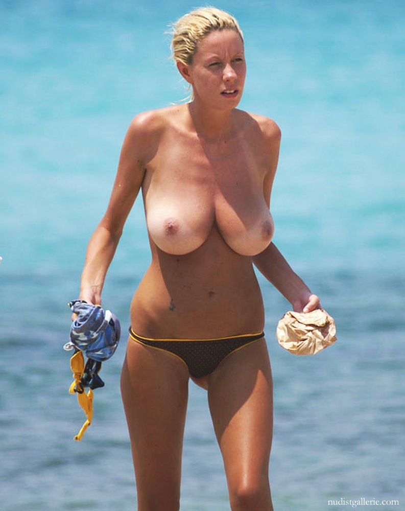 big_breasted_topless_beach_girl_6