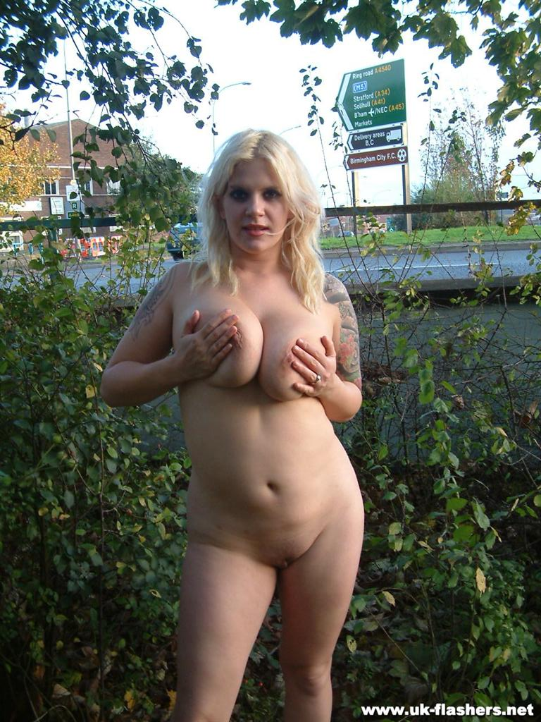 Outdoors chubby nude seems
