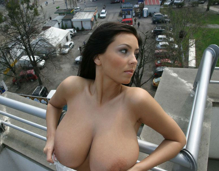 ewa-sonnet-boobs-public