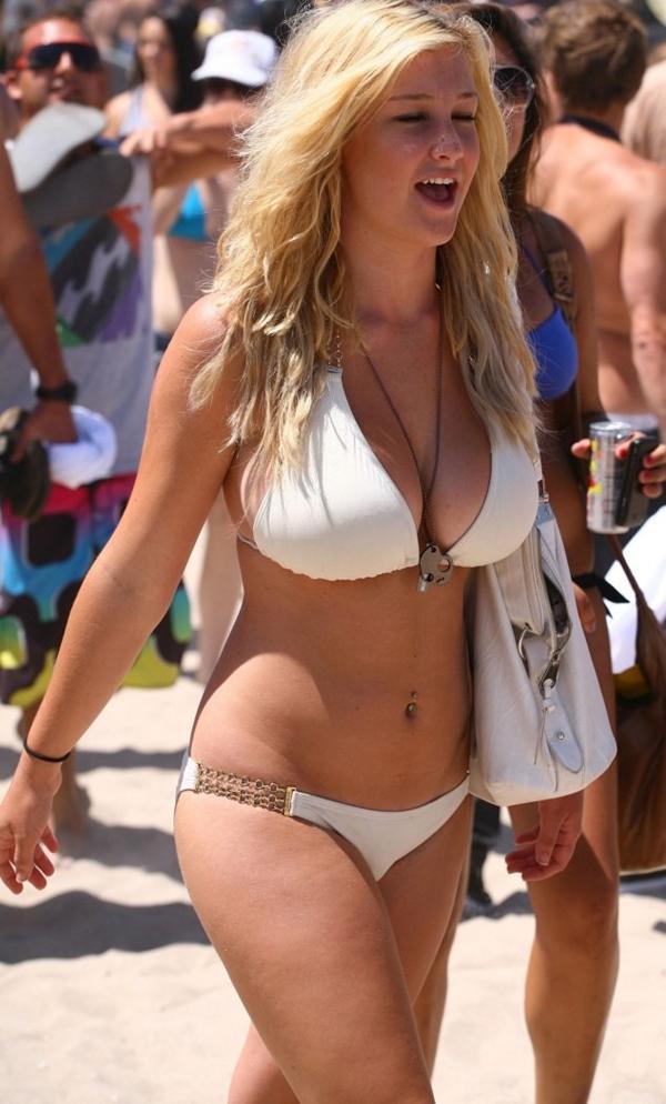 photo-Amateur-Babe-Big-Tits-Blonde-Beach-293648479