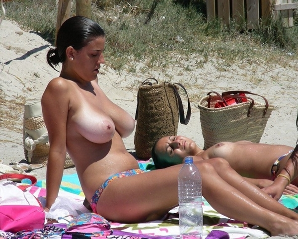 photo-Amateur-Babe-Big-Tits-Hot-Beach-268482554