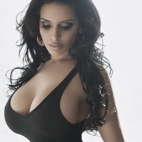 Sexy kardashian sisters naked