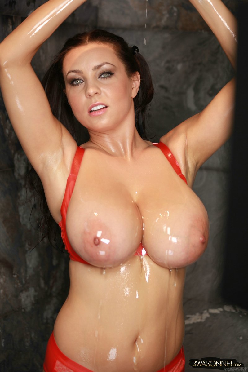 Ewa_Sonnet_Big_Oily_Breasts_10