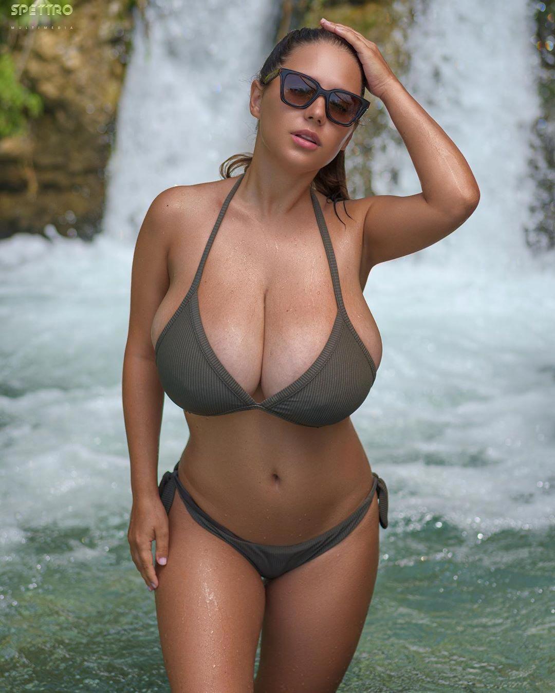 Natural big boobs Natural: 5,688