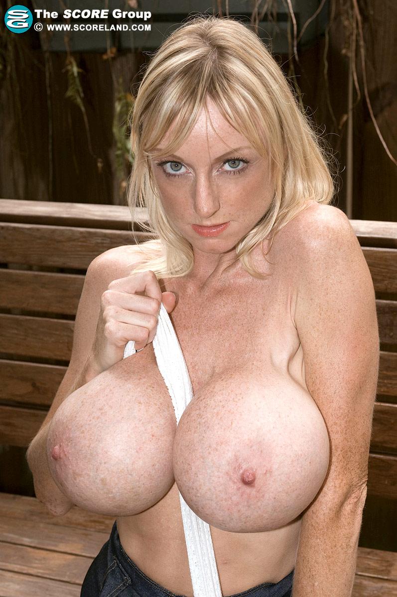 Nude picture of Kira kosarin